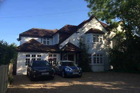 Windsor/Heathrow Ensuite & Lounge - Datchet - Rumah