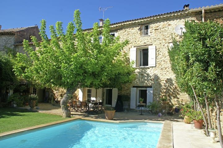 Quaint Holiday Home With Private Pool in Piolenc France