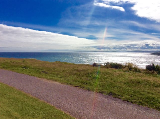 The summer bach - stunning sea views