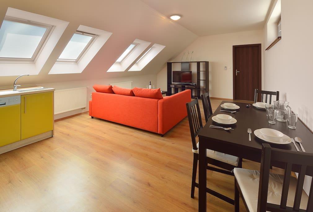 Apartment on top floor (door 603)