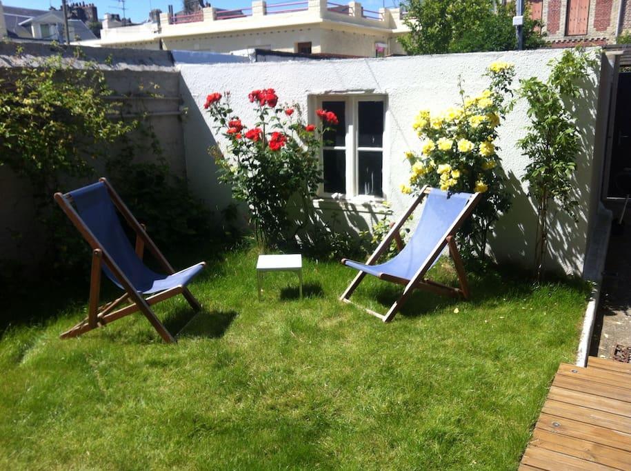 Jardin sud ouest, ensoleillé , au calme , protégé du vent