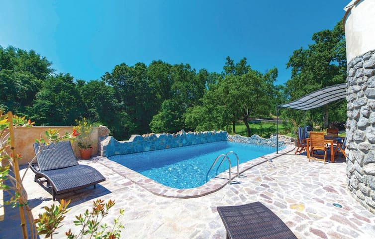 Pool Villa, 10 minutes from center - Podrvanj - Hus