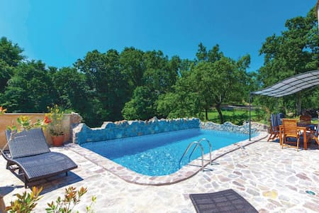 Pool Villa, 10 minutes from center - Podrvanj