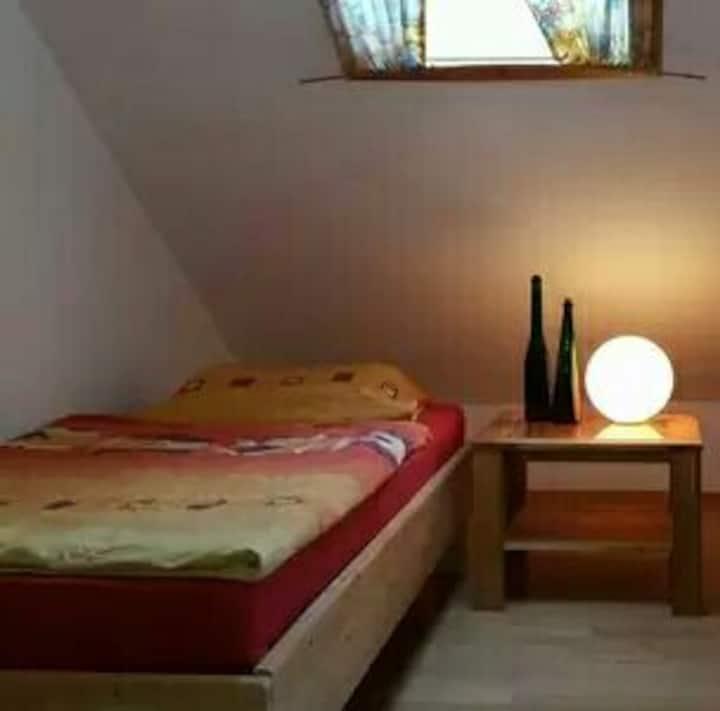 II Zentrumnahes Zimmer am Fuß des Ortenbergs