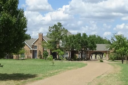 Rosini Ranch House on 25 acres in Rockwall County