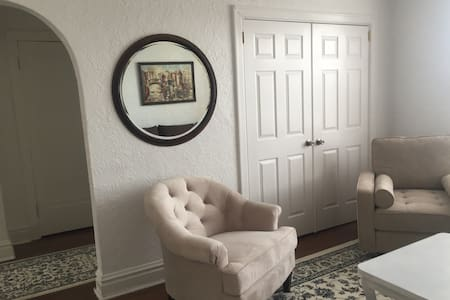 Cozy, 1 bdrm in Central Forest Park - St. Louis