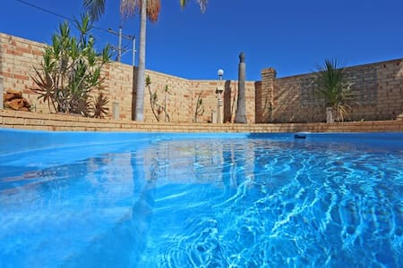 Paradise with a Pool in South Yunderup - South Yunderup - Casa