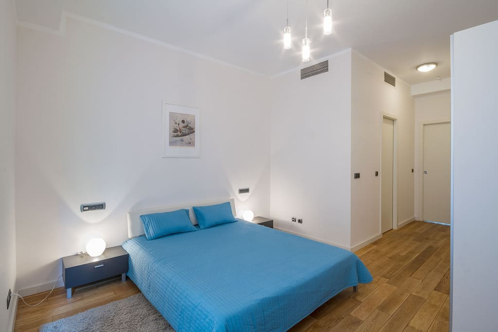 Bedroom (king size bed 160*200 cm)