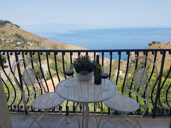 """Casa """"Rocca di Mola"""" (best  view - free wifi)"""