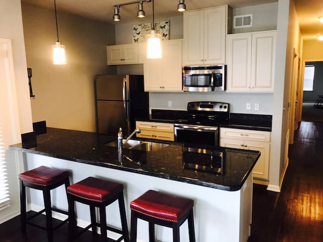 LUXURY 2BR - Great Location. Close to everything! - Kansas City - Pis