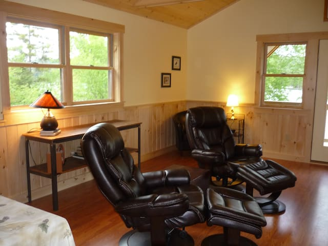 Osprey's Nest Lakefront Suite