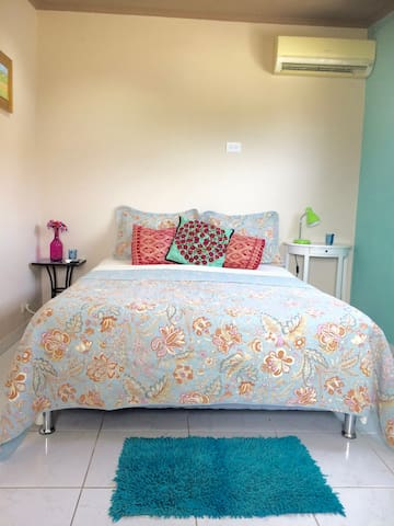 Bright and Sunny Island Room Aruba - Oranjestad - Talo