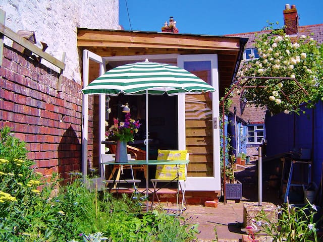 Beautiful bolt hole in Bridport