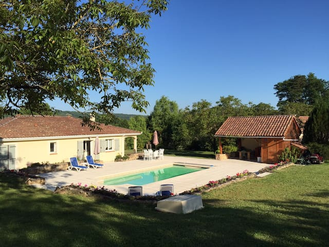 French villa with private pool, large gardens - Cazals - House