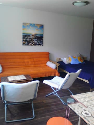 Roja Jachts, modern studio