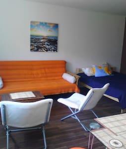 Roja Jachts, modern studio - Roja