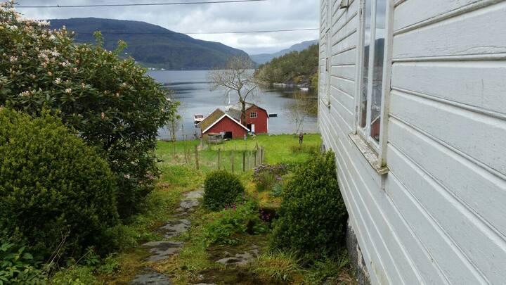 Cozy farmhouse  by the sea, Randøy