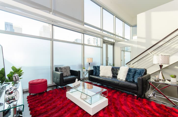 Downtown La Presidential Loft with Pool Table