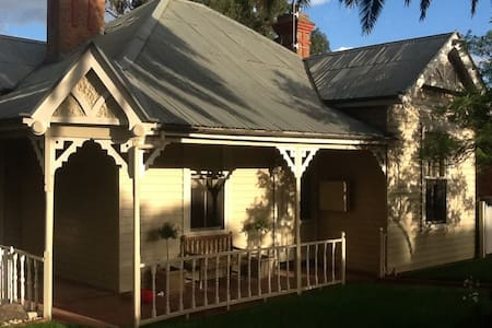 Centrally located period home - Quarry Hill - Dom