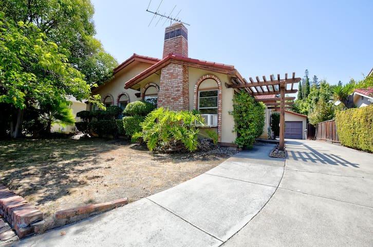 Gorgeous, Family-Friendly San Jose Suite