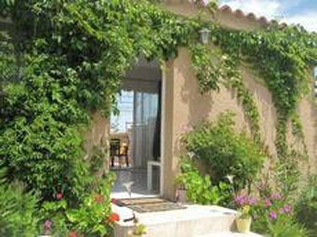 Mini villa dans propriété privée - Corbara - Huis