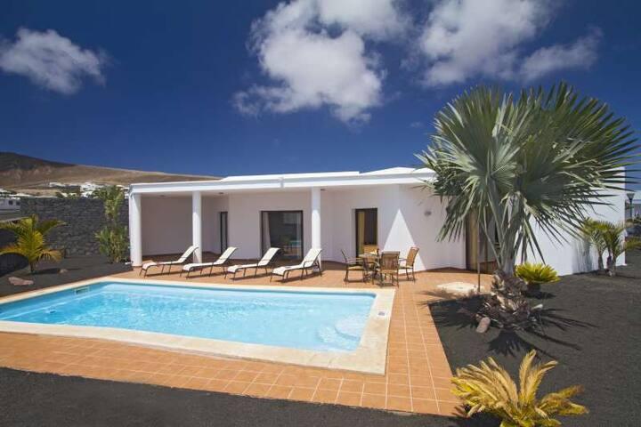 Villa ZABLANTU in Playa Blanca for