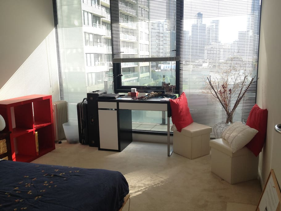 Beautiful room in awesome location flats for rent in for Beautiful private dining rooms melbourne