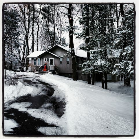 The House by Hutchins Lake - Close to Saugatuck!