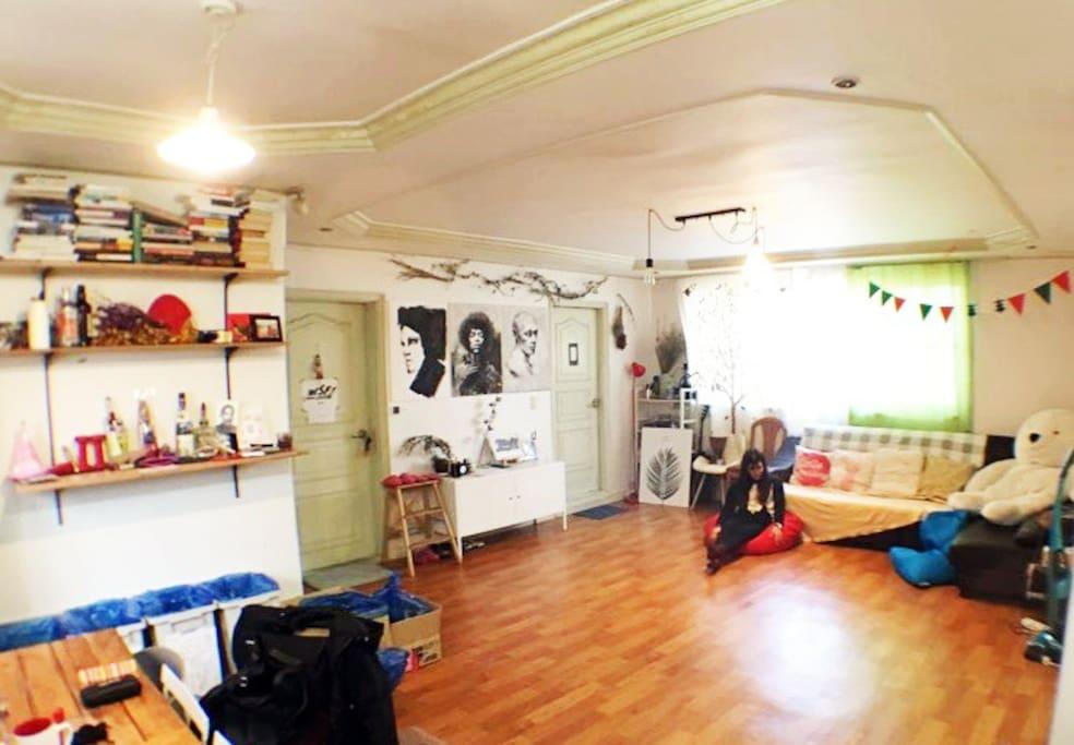 big lounge(living room)