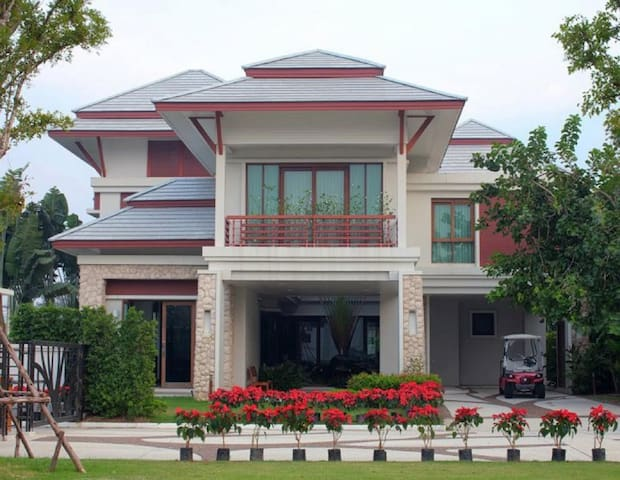 Royal Sammuk Villa ห้องนอนได้ 1 คน