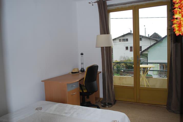 chambre + cuisine-séjour au calme proche de Genève - Gaillard - Dom
