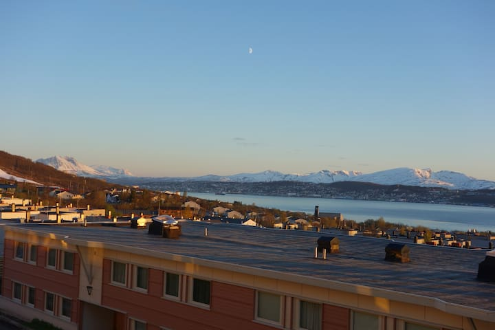 Stunning views of mountain and fjor - Tromsø - Appartement