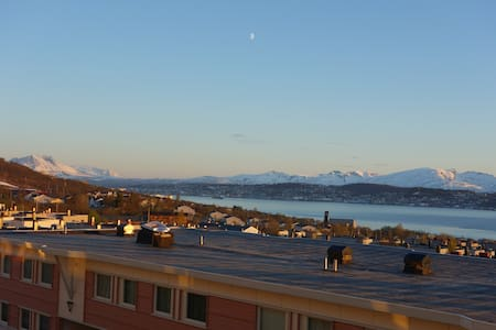 Stunning views of mountain and fjor - Tromsø - 公寓