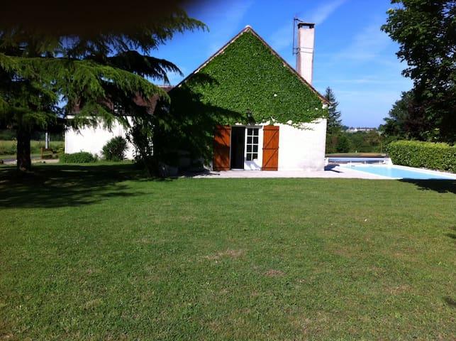 Grande longère rénovée avec piscine - Villedieu-le-Château - Hus