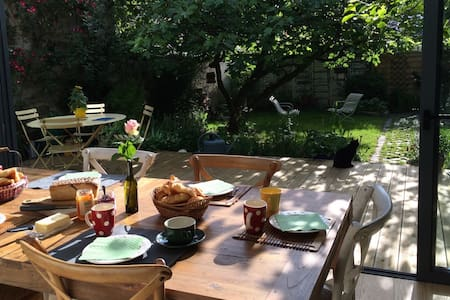 B&B WITH CHARMING GARDEN IN PARIS - Les Lilas