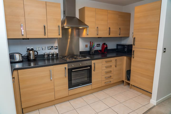 Modern two Bed Ground floor apartment with parking