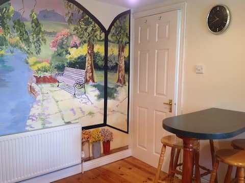 Town Centre Apartment 2 min to Greenway 5* reviews