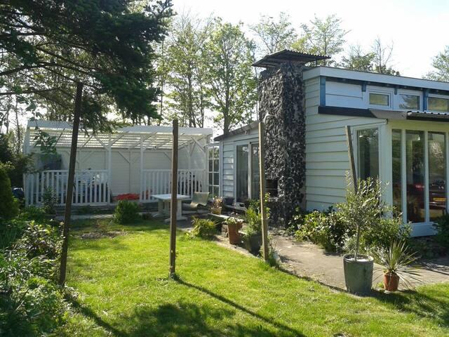 Leuk zomerhuisje in Ouddorp - Ouddorp - Mökki