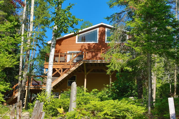 Quiet, beautiful, waterfront cottage on Lac Long