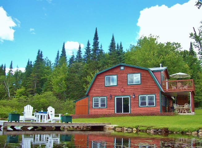 Beautiful Lake Front Cabin - Lunenburg - House
