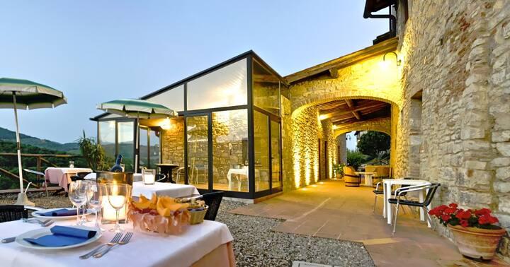 Resort in the Chianti sleeps 30