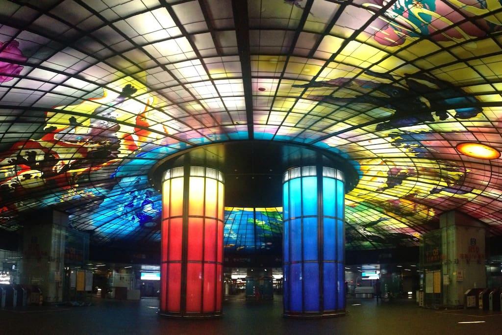 世界十大美麗的捷運站-光之穹頂。步行七分鐘。