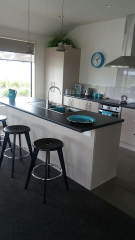 Sunny and spacious Townhouse - Greymouth - Szeregowiec