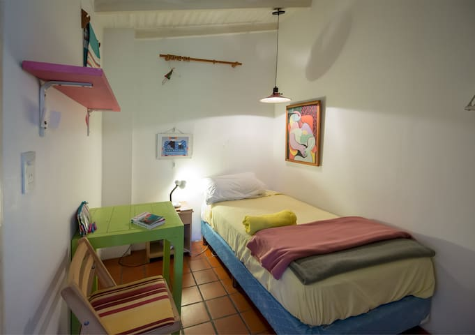 Room with Single Bed and Private Bathroom