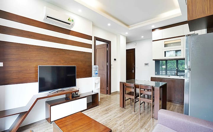 Balcony/Modern Apt/ Center of Tay Ho/Good quality