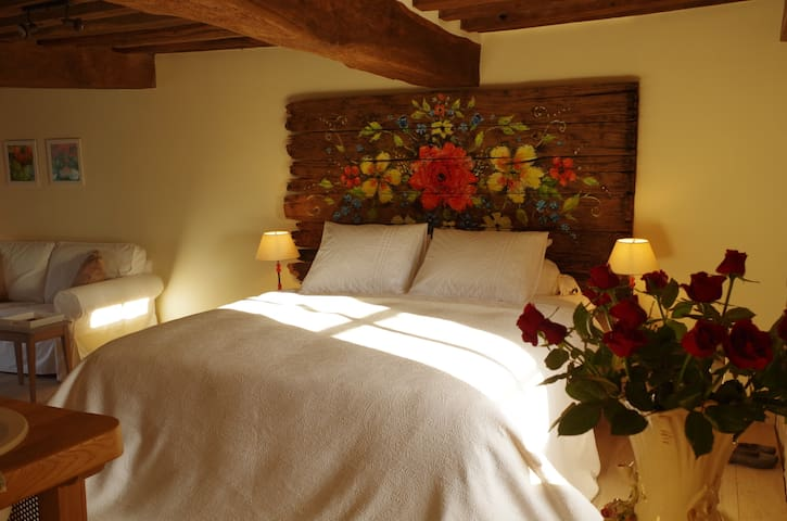 B&B 'la rose rouge' met privé massagebad! - La Comelle - Bed & Breakfast