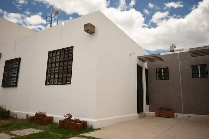 León, Gto. Cómoda casa, a 10 min. Puerto Interior