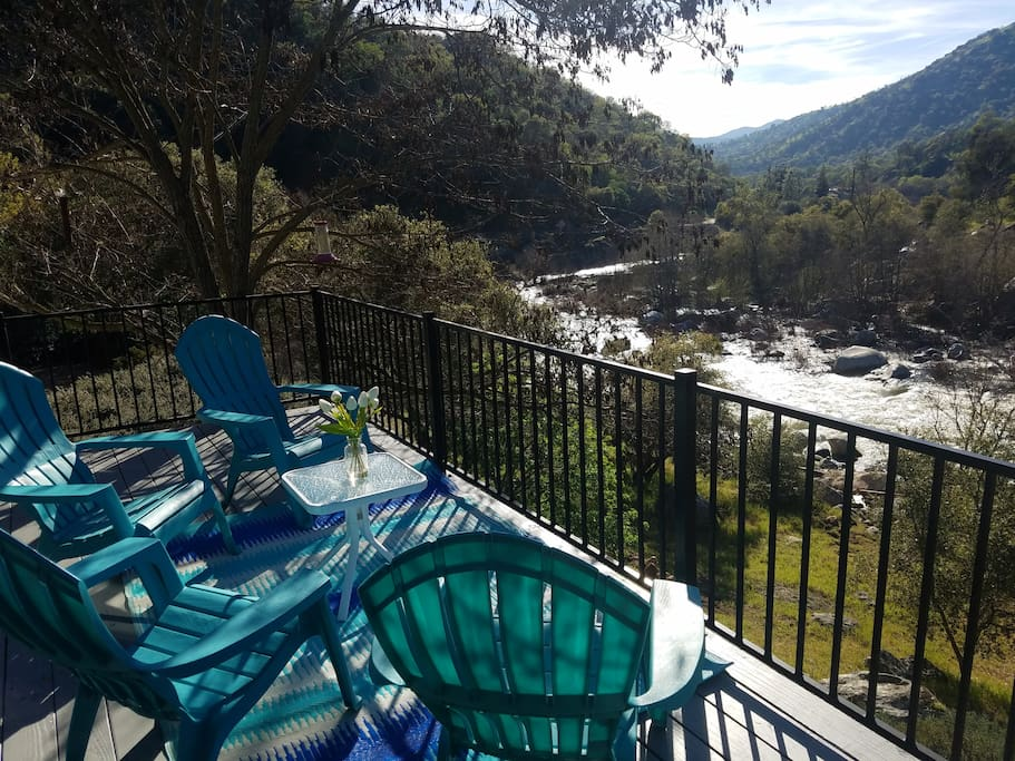 Deck overlooking the Kaweah River !!!