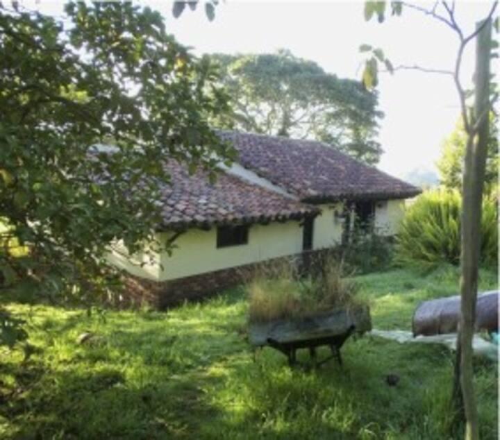 Beautiful farm house neau Bogotá.