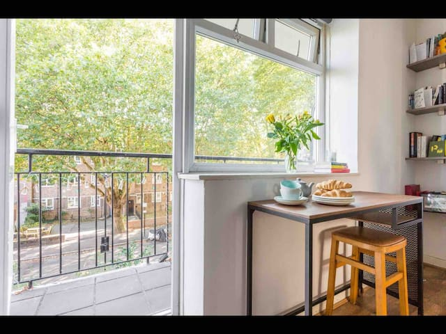 Lovely flat with balcony in zone 2
